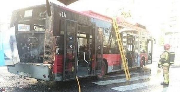 Los bomberos que han sofocado el incendio a las 13.05 horas. (Foto-Bomberos de Valencia).