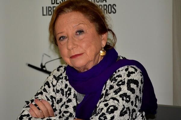 """María Luisa Pérez """"En los últimos cuadros míos necesitaba poner palabras"""". (Foto-Roberto Fariña)."""