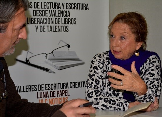 María Luisa Pérez durante un momento de la entrevista. (Foto-Roberto Fariña).