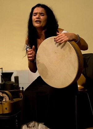 Mara Aranda esta considera como una de las grandes damas de la música mediterránea.