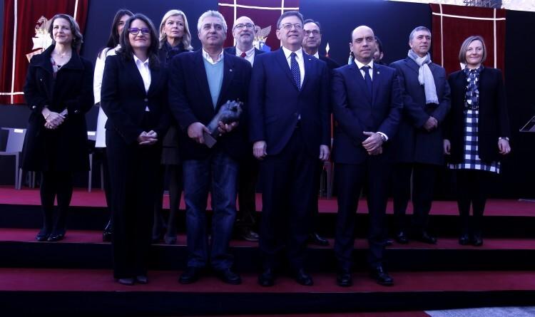 El govern valencià en ple ha assistit a l'homenatge a Miquel Grau al Castell de Santa Bàrbara d'Alacant. / GENERALITAT VALENCIANA. En la foto, familiars del jove alacantí