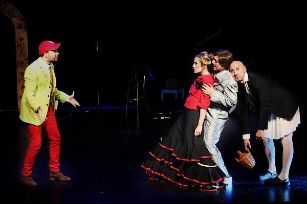 Sala Russafa y Arden estrenan 'Buscando al Mago de Oz (Oh, EurOZpa!)', una ácida caricatura de la política europea al otro lado del arcoíris.