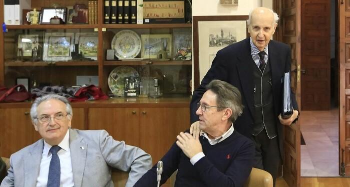 Santiago Grisolía tras concluir la sesión plenaria del Consell Valencià de Cultura. (Foto-Manuel Molines).