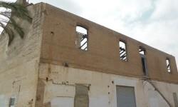 Se rehabilitará la cubierta de una de las naves de la antigua aceitera de Marxalenes.
