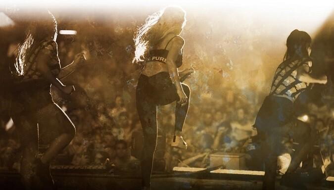 Show de Lara Taylor ofrecido durante el verano de 2015.