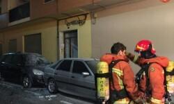 Siete personas atrapadas en un incendo en Almussafes (1)