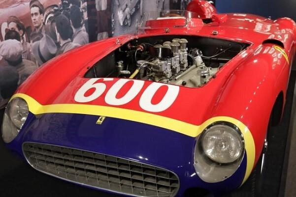 Subastaron un Ferrari de Juan Manuel Fangio por 28 millones de dólares.
