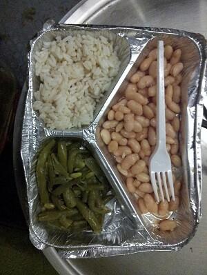 Una ración de comida para dos personas. (Foto-Bienvenidos Refugiados-España).