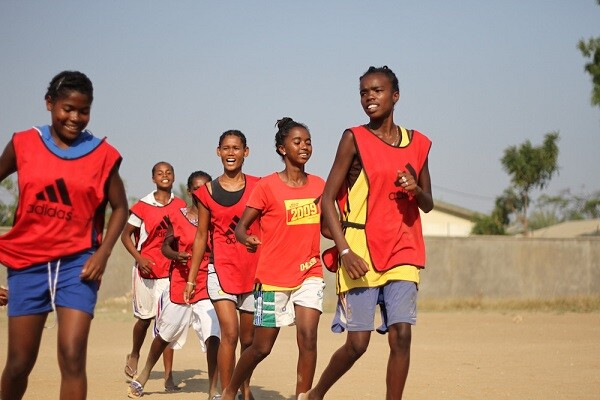Valencia, última parada del equipo de fútbol femenino Tafita F. T. de Madagascar.