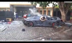 Atropelló y mató con su Lamborghini, pero sólo se preocupó por su móvil