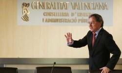 El conseller de Hacienda y Administración Pública del anterior gobierno valenciano, Juan Carlos Moragues, presenta la liquidación del Presupuesto de la Generalitat de 2014