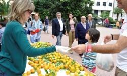 Sara Uso visita la primera jornada de la feria de la taronja. (slowphotos.es)