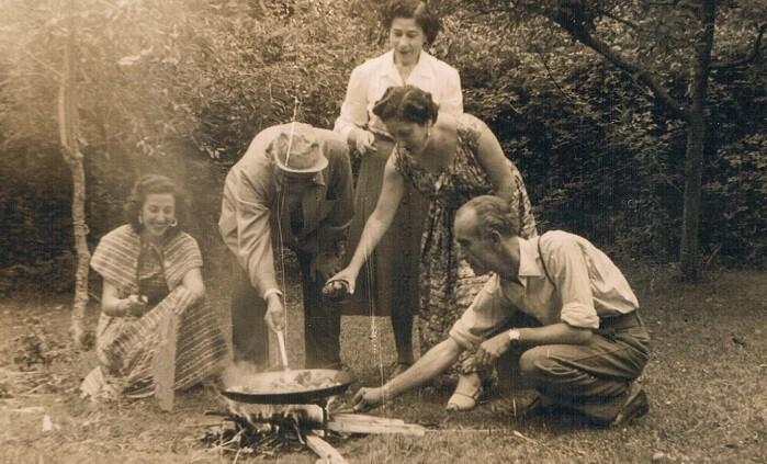 1936, ca. Celebrant la paella. Picanya