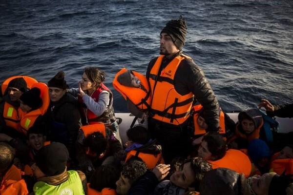 39 mueren al naufragar un barco con refugiados en aguas del Egeo.