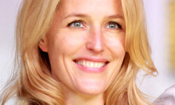 800px-Gillian_Anderson_2013_(cropped)