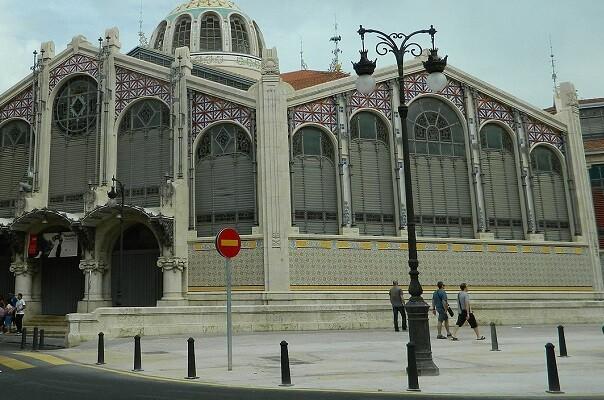 """Ayuntamiento y Generalitat """"desatascan"""" la solución para el aparcamiento en la plaza Ciudad de Brujas."""