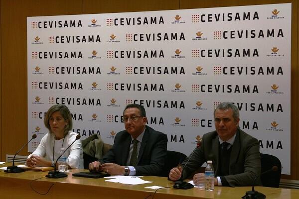 Carmen Álvarez, Manuel Rubert y Jorge Fombellida durante el acto de presentación.