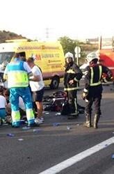 Dos personas quedaron atrapadas entre los amasijos de los vehículos.