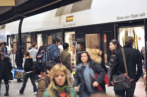 El 72,5 por ciento de los usuarios de Metrovalencia viaja por motivos de trabajo o estudios.