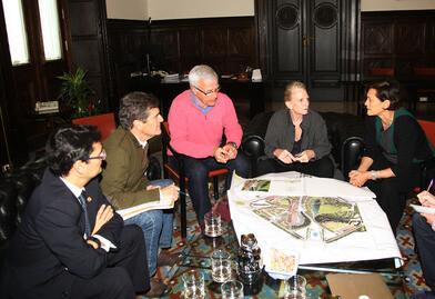 El alcalde Joan Ribó se reunió con la paisajista Kathryn Gustafson en defensa del proyecto original del Parque Central.