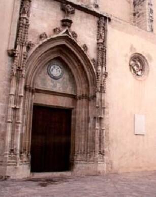 El conjunto monástico del Real Monasterio de la Santísima Trinidad de Valencia es uno de los mejores ejemplos de la arquitectura gótica mediterránea.