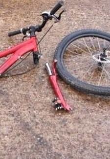 El fallecido, al parecer, perdió el conocimiento y cayó de la bicicleta.