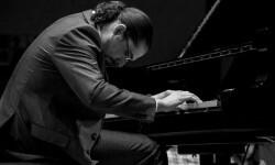 El pianista Carlos Bianchini presenta en Xábia su nuevo trabajo titulado 'Solo piano'.