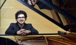 El virtuosismo del pianista valenciano Rubén Talón triunfa en la Fundación Bancaja. (Foto-Valencia Noticias).
