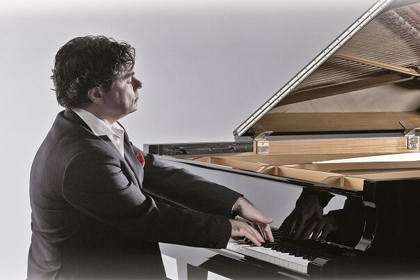 Gustavo Díaz-Jerez interpreta en el Palau de la Música la integral de la 'Suite Iberia', de Albéniz. (Foto-Valencia Noticias).