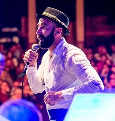 Javier Botella, líder vocalista de Copa Ilustrada.