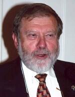 José Aparicio Pérez. Licenciado en Filosofía y Letras y Doctor en Historia por la Universidad de Valencia.