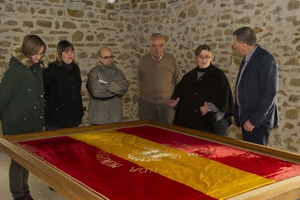 La Diputación de Castellón restaura la bandera de la banda de música de Benassal. (Foto-Valencia Noticias).