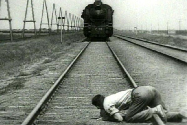 La Filmoteca recupera el clásico de la vanguardia soviética 'El hombre de la cámara'.