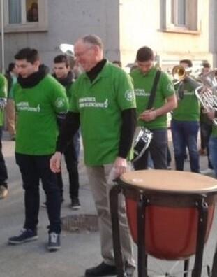 La Wov Win Orchestra Valencia de Ontinyent fue la encargada de amenizar la llegada de los parlamentarios.