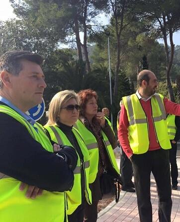 La comitiva ha conocido la modificación y mejora de la carretera que conecta las localidades de La Safor.