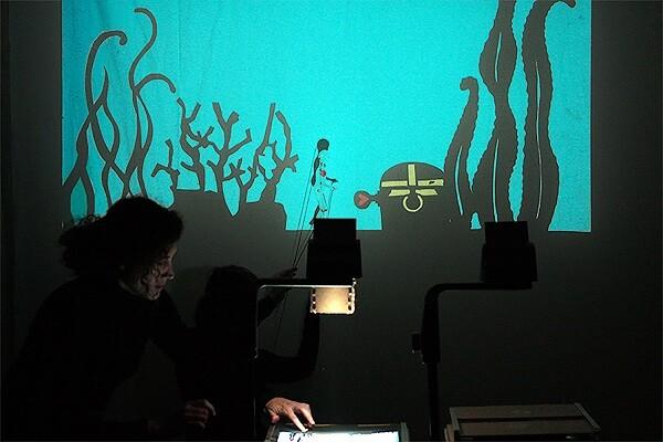 La danza de 'Abrazar el abismo' y el teatro de sombras nuevas propuestas de Sala Russafa. (Foto-Valencia Noticias).