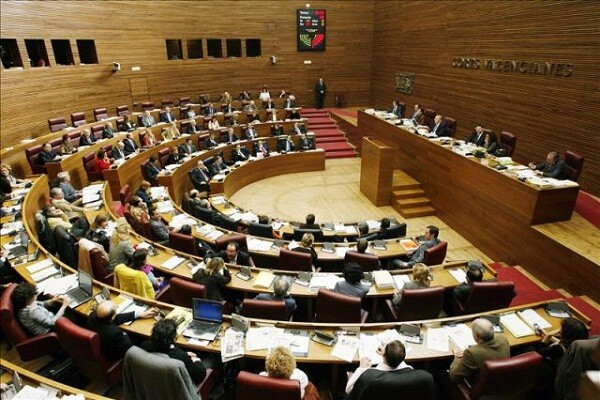 Les Corts derogan la ley de Señas de Identidad que entró en vigor durante el gobierno del PP.