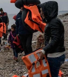 Los guardacostas turcos consiguieron rescatar a 75 personas.