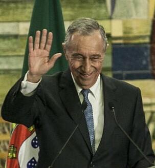 Rebelo de Sousa es militante del Partido Socialdemócrata desde 1974.