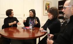 Rosa Pérez Garijo ratifica a Avetid la colaboración de la Diputación en el Festival Internacional de Artes Escénicas.