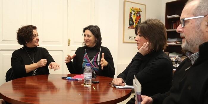 Rosa Perez habló con los represntantes de AVETID.