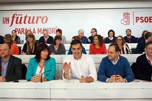 Sánchez consultará a los militantes cualquier pacto y pide a Rajoy que 'abandone toda esperanza'.