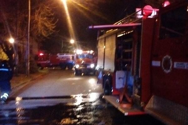 Un hombre es rescatado en Picanya tras el incendio de una vivienda.