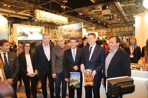 Ximo Puig destaca el carácter profesional de la oferta de València Turisme en FITUR.