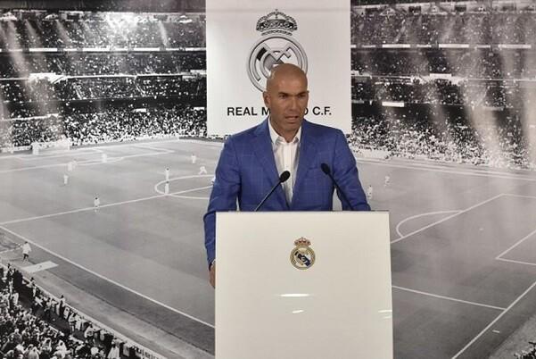 Zinedine Zidane, es nombrado nuevo entrenador del Real Madrid tras la destitución de Benítez.