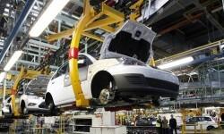 MD52. MADRID, 23/09/08.- Fotografía de archivo tomada el 04/02/08, de la cadena de montaje de la factoria de Ford en Almussafes (Valencia). La fuerte caída de la producción automovilística española en agosto, en un 49,4%, con un registro de 52.497 vehículos, ha obligado a los fabricantes a revisar su pronóstico de cierre del ejercicio, con un incremento de la reducción del 2% al 5,5%, es decir, 160.000 unidades menos. EFE/ARCHIVO/Juan Carlos Cárdenas