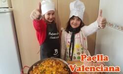 Receta de paella valenciana hecha en casa hecha en casa por los más pequeños