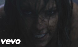 "Taylor Swift lanzó su nuevo video, ""Out Of The Woods"""