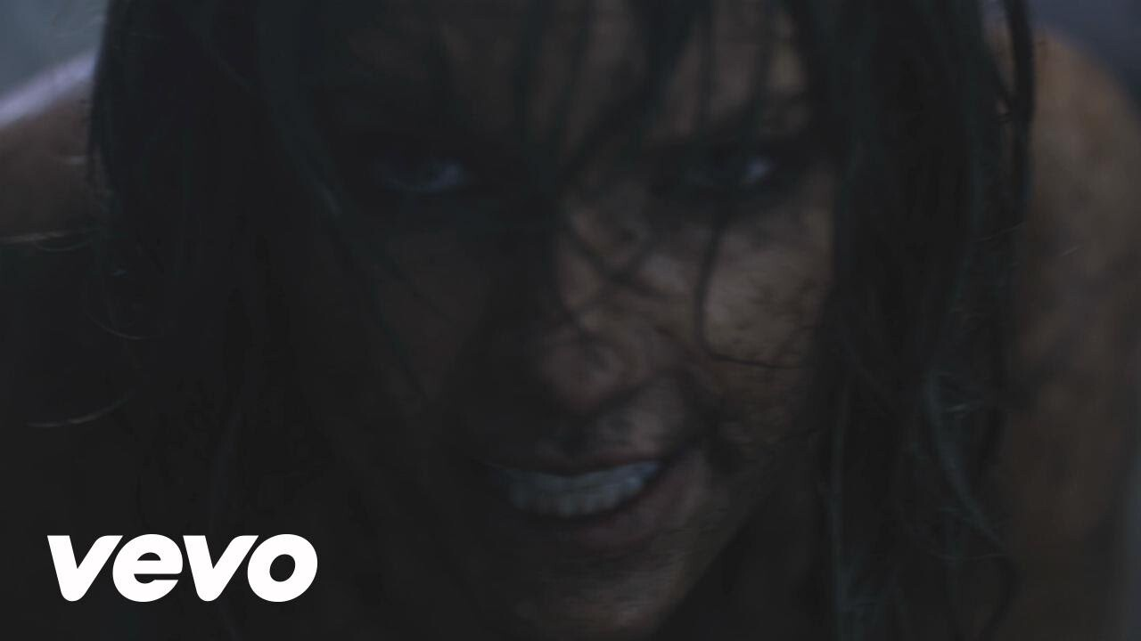 """Taylor Swift lanzó su nuevo video, """"Out Of The Woods"""""""
