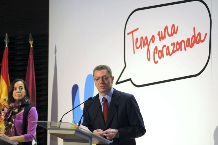 MD49. MADRID, 28/04/09.- El alcalde de Madrid, Alberto Ruiz-Gallardón, y la consejera delegada de Madrid 2016, Mercedes Coghen, durante la rueda de prensa en la que hablaron hoy sobre la visita que la Comisión de Evaluación del Comité Olímpico Internacional hará a la ciudad entre el 4 y el 9 de mayo. EFE/Rafael Albarrán/AYUNTAMIENTO DE MADRID